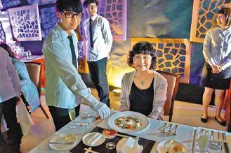 台灣首府大學餐旅系畢業成果展,學生下廚請家長品嘗。 / 圖/台首大提供