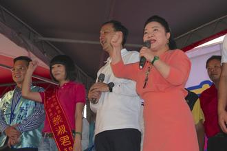 市議員蔡淑君競選總部成立,新北市長朱立倫與藝人白冰冰都來替他站台。記者周毓翔/攝影 /