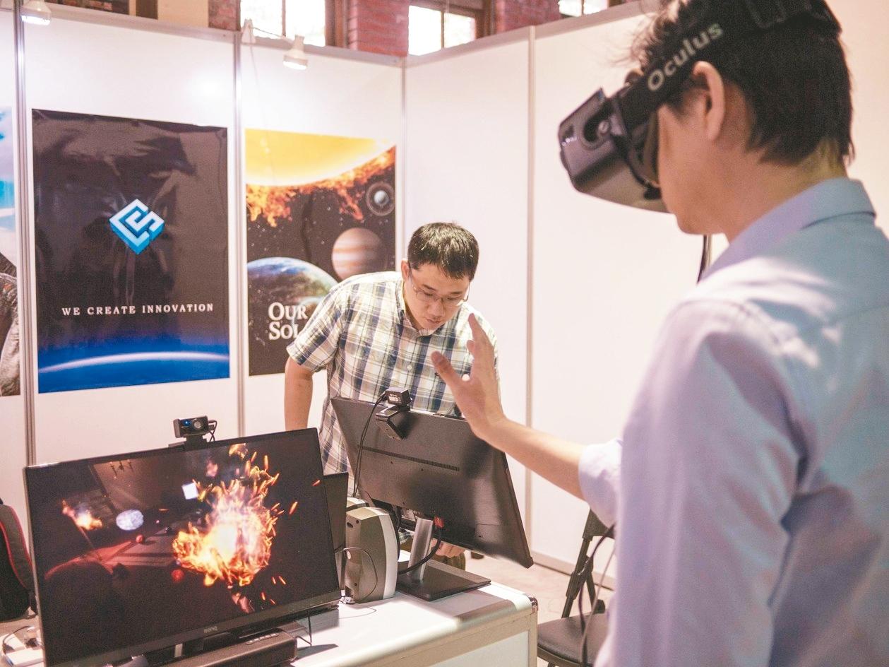 透過VR科技讓過去無法實現的場景重現。 記者林良齊/攝影