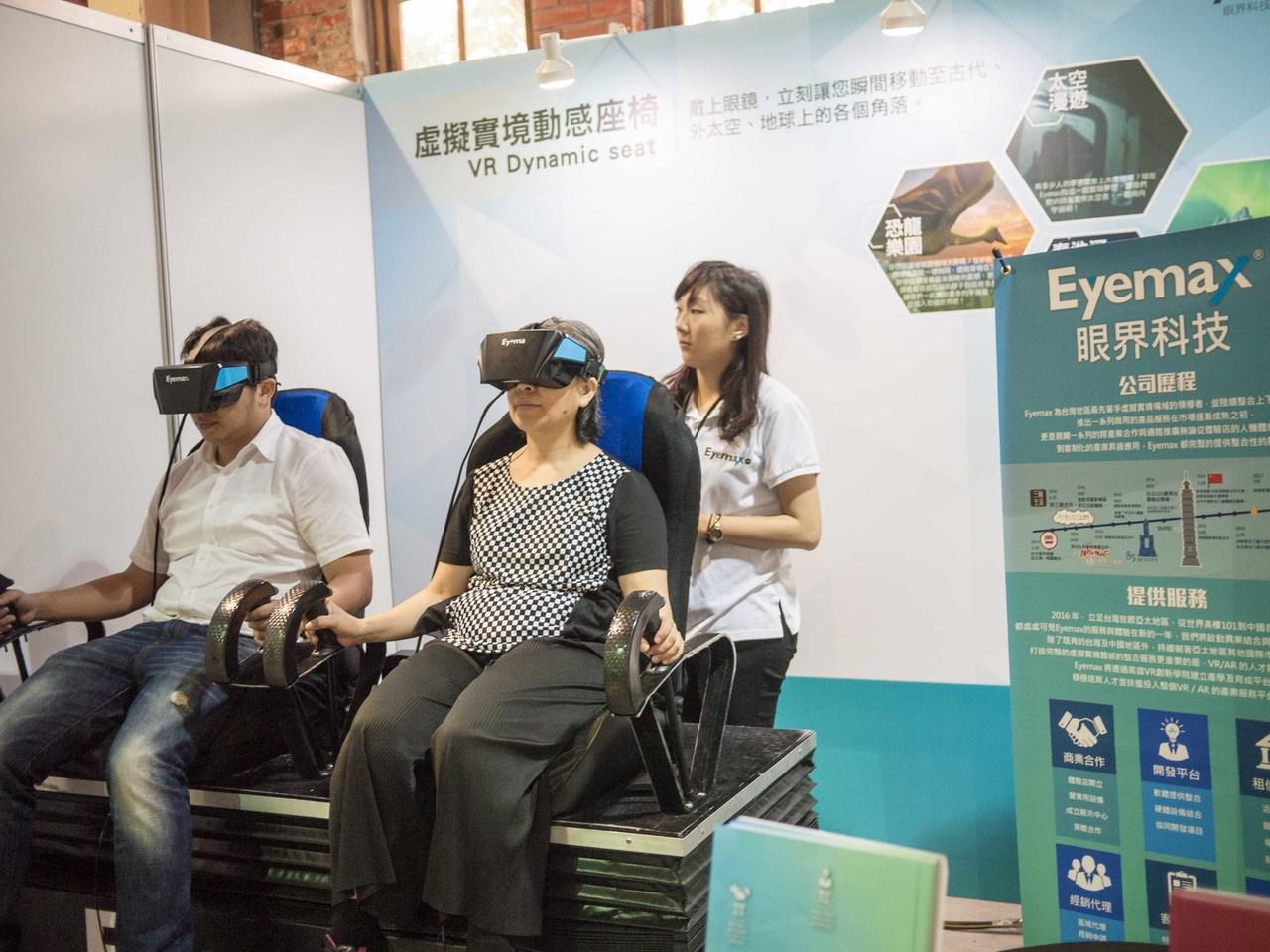 教育部及經濟部推動VR產業,希望VR也能在教育上落實。記者林良齊/攝影