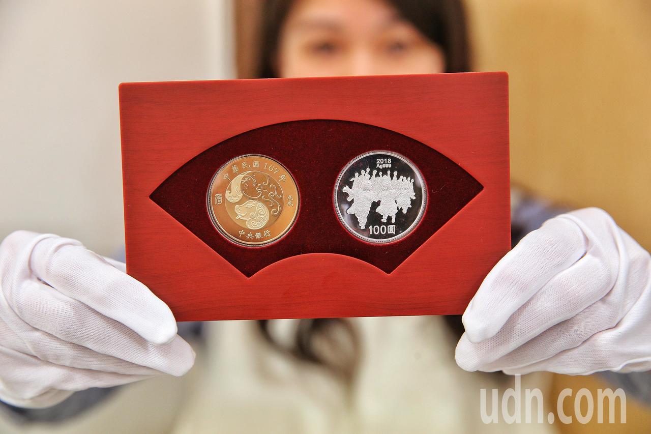 央銀發行狗年紀念套幣 25日公開發售