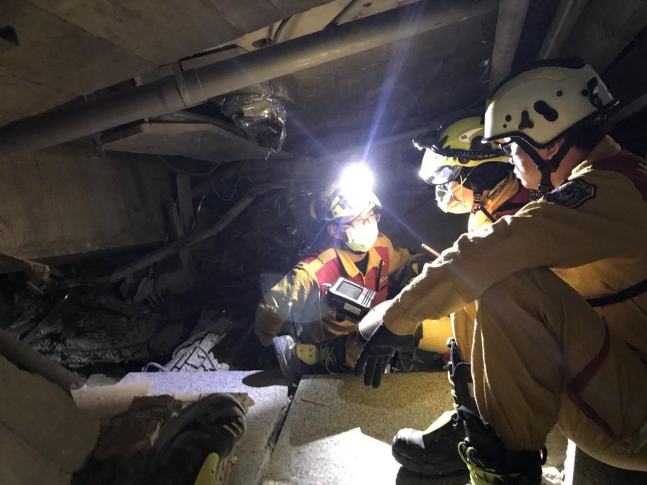 倒數黃金72小時 搜救人員疑似發現5名陸客