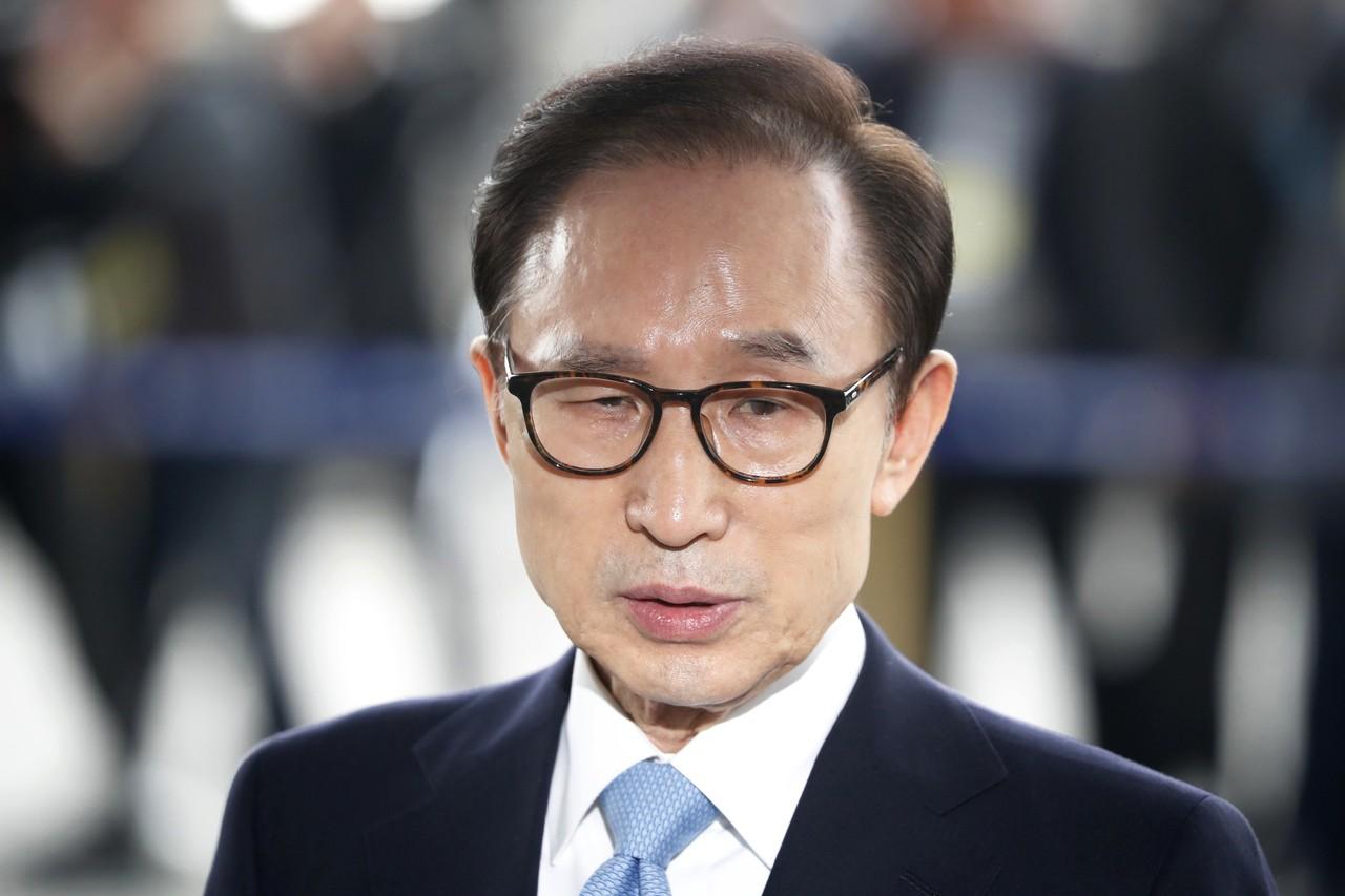 前南韓總統李明博受訊 坦承收受10萬美元