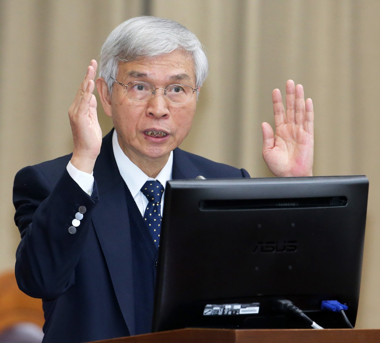 台幣升值壓力緊逼 新央行總裁如何因應?