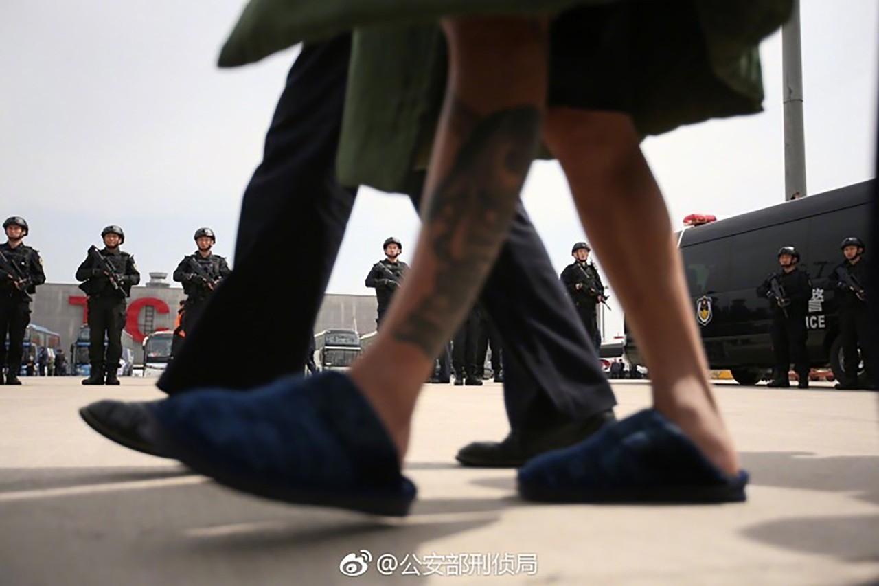 78台詐欺犯押至天津 詐騙人民幣上億元