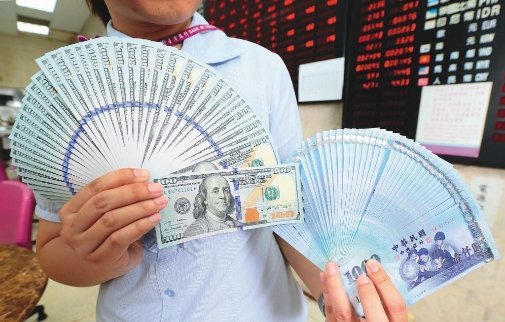 新台幣連5貶創今年新低 外資持續匯出