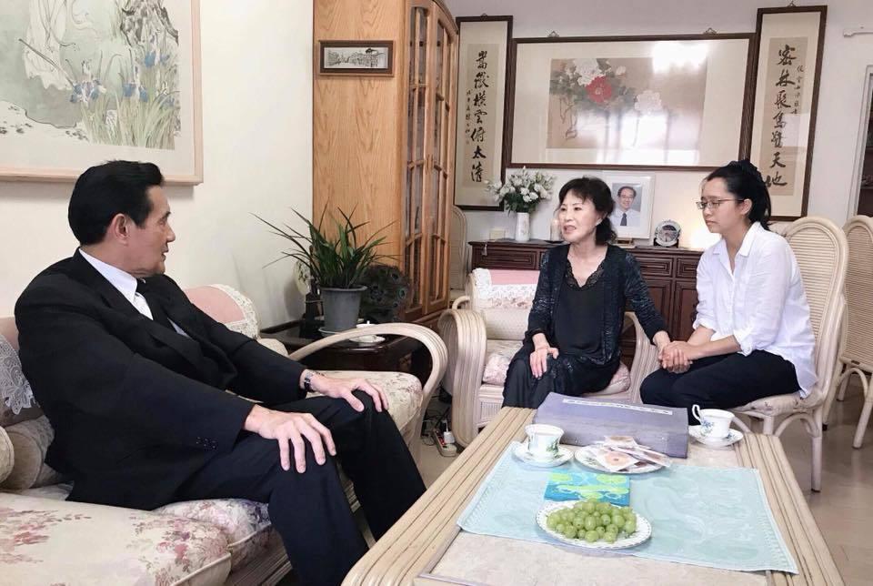 [新聞] 馬英九到楊偉中老家致意 母:感謝馬前總