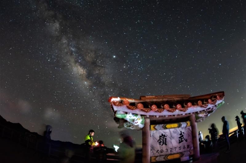 台灣首座「暗空公園」!夏季到南投賞銀河消暑熱 絕美星空超吸睛 | 愛玩橘
