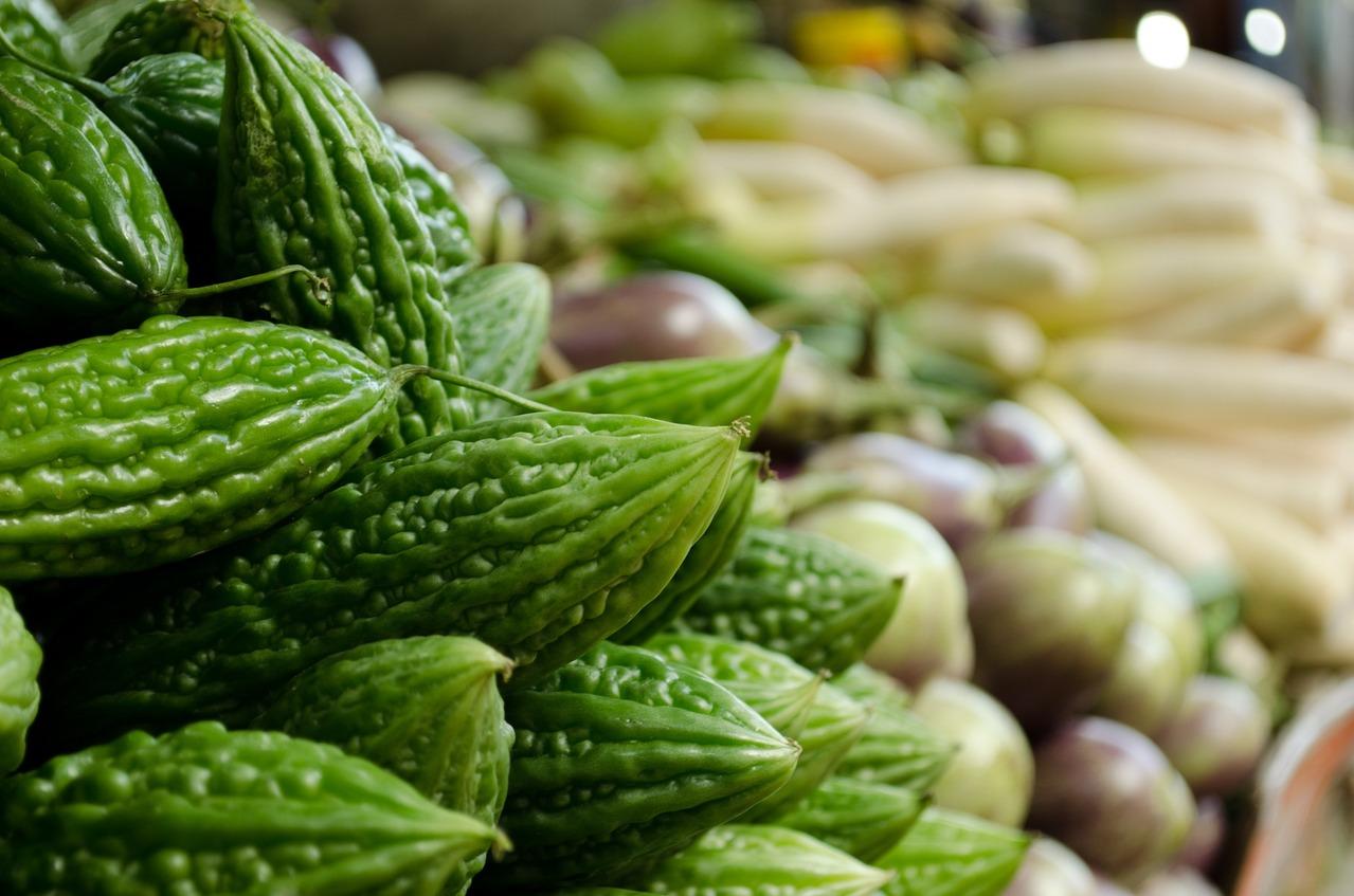 生吃苦瓜降血糖!還有5種「穩糖蔬菜」讓糖友大口放心吃 | 健康橘 | 橘