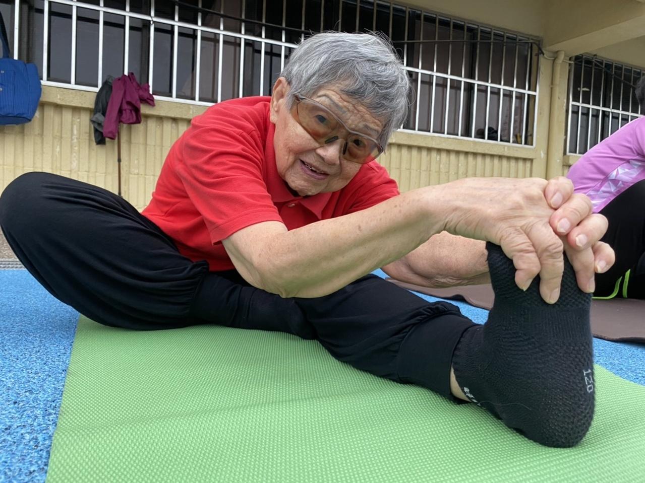 93歲保持軟Q!謝滿阿嬤分享「運動養生」日程表 | 橘世代