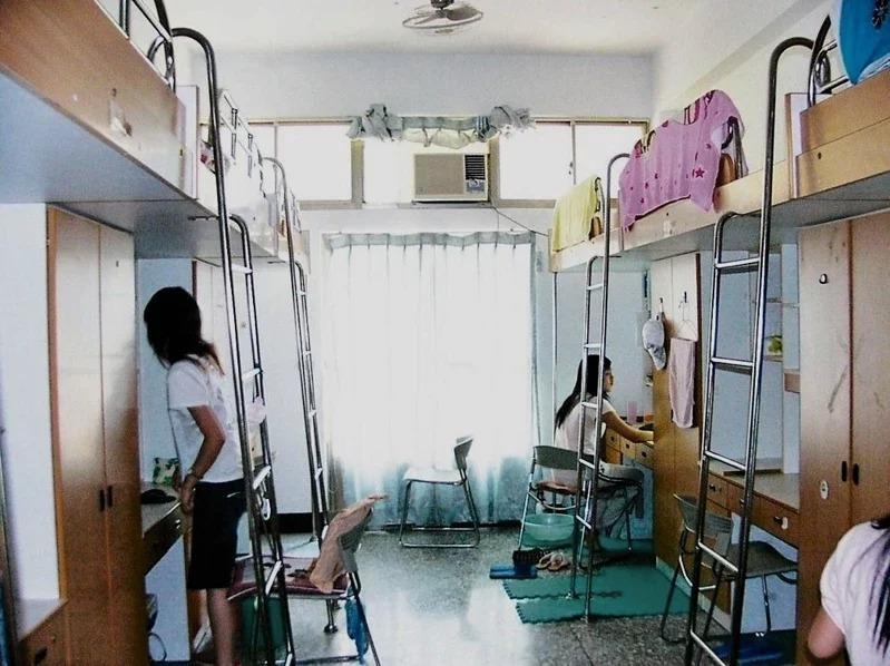 [新聞] 建築學者:國內大學宿舍像貧民窟 落後歐美20年