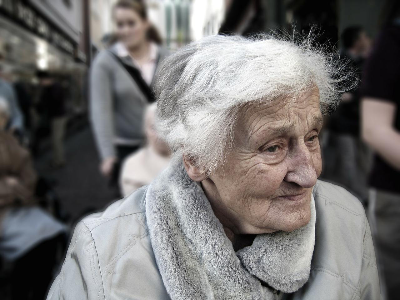長輩沉默、安靜、難相處?小心患上「老年憂鬱症」 | 橘世代