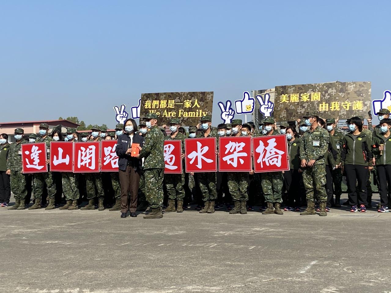[新聞] 「啾咪看鏡頭」蔡總統視導部隊 工兵喊:
