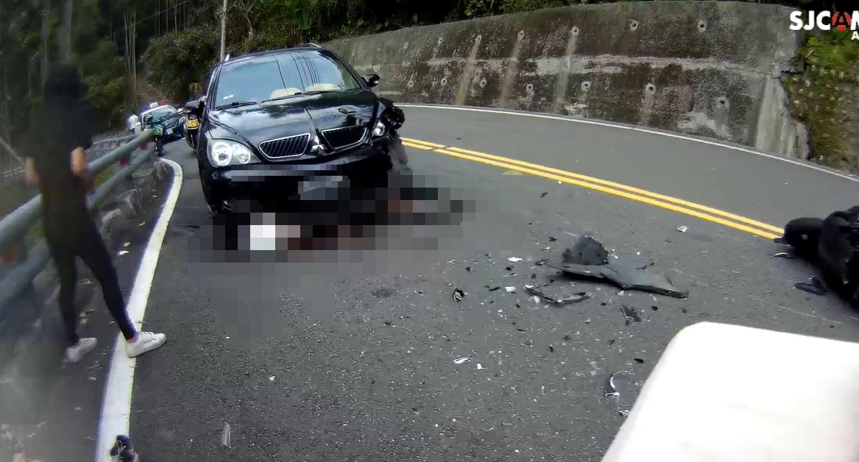 Fw: [新聞] 15歲少年阿婆灣摔車 卡對向轎車底送醫急救不治