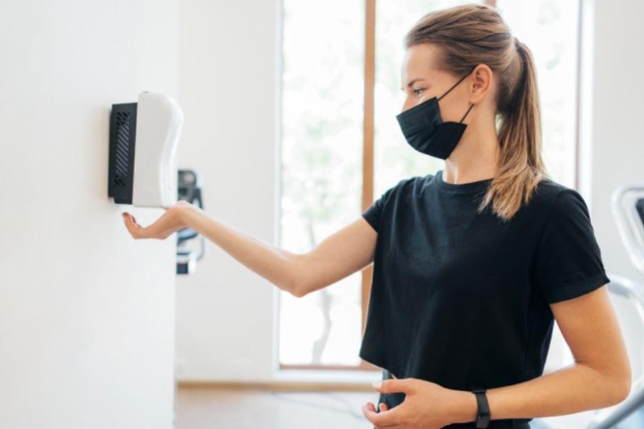 防止新冠病毒跟回家!進門前「換衣、消毒」步驟不可少   橘世代