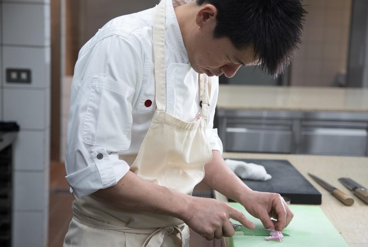 稗田每天都想著如何讓客人享受美味料理。記者陳立凱/攝影
