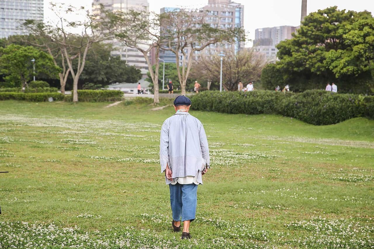 葉裕清喜歡散步。記者楊萬雲/攝影