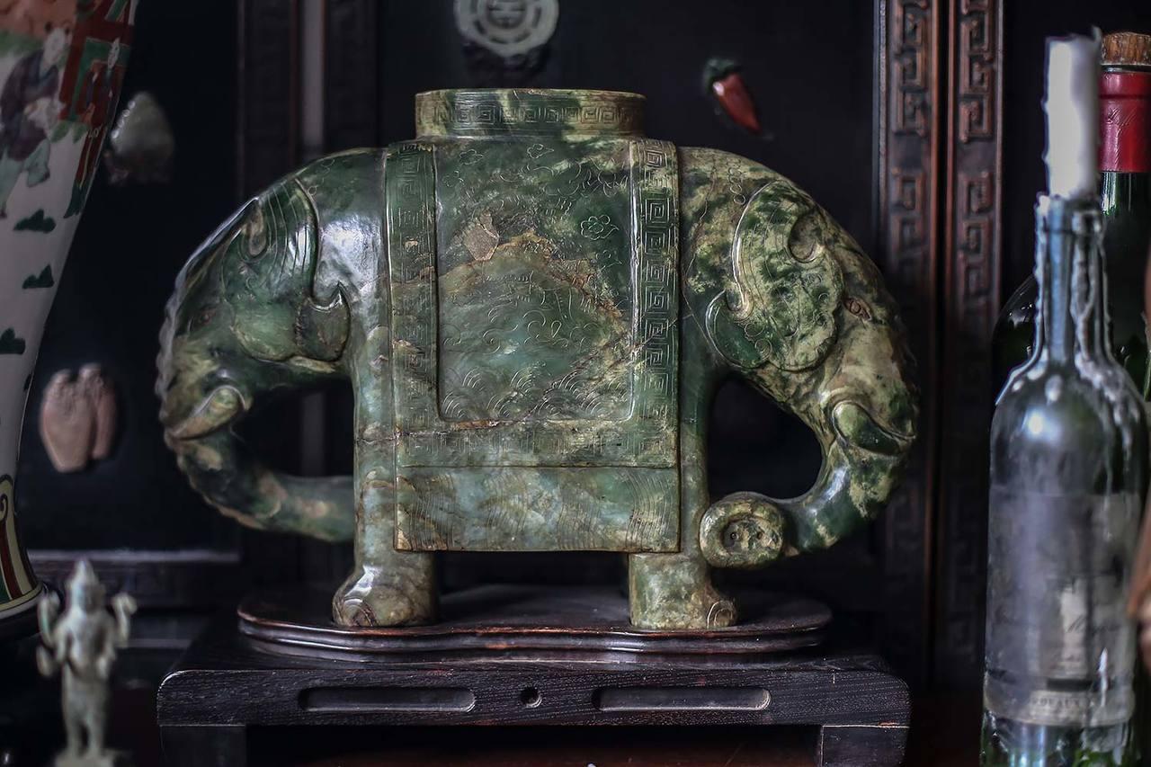 這只玉象是葉爸爸的收藏。記者楊萬雲/攝影