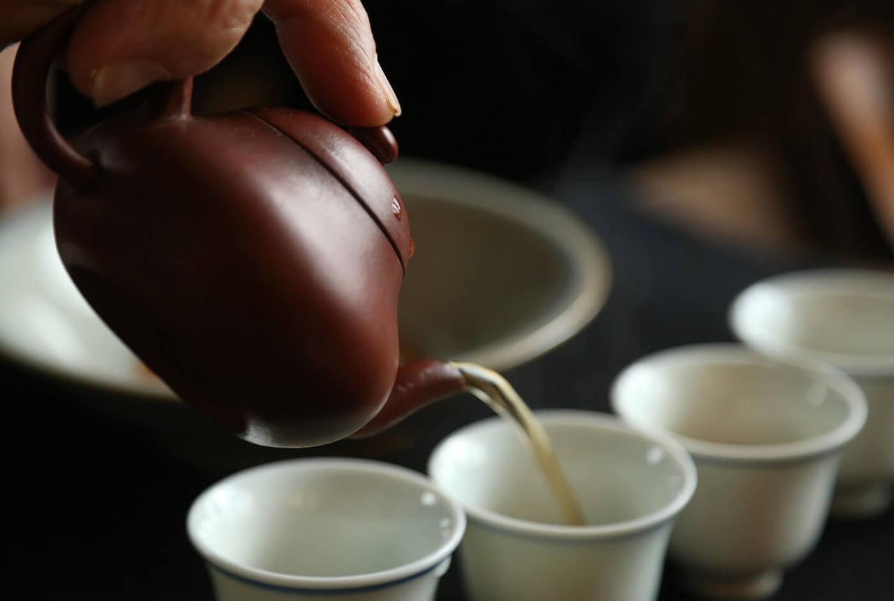 以老器沖茶,更顯溫潤。記者陳立凱/攝影