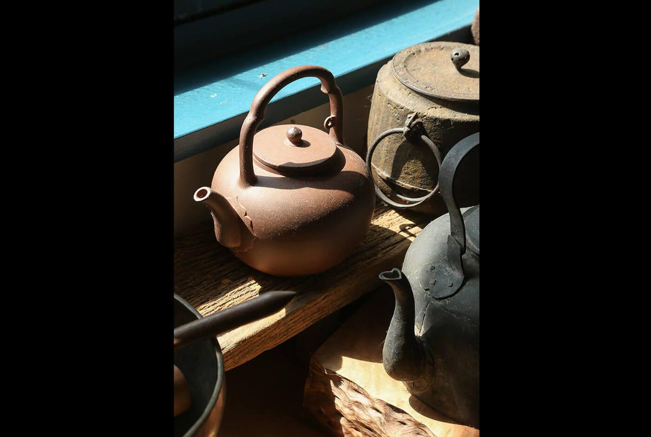周渝的茶具不求精美。記者陳立凱/攝影