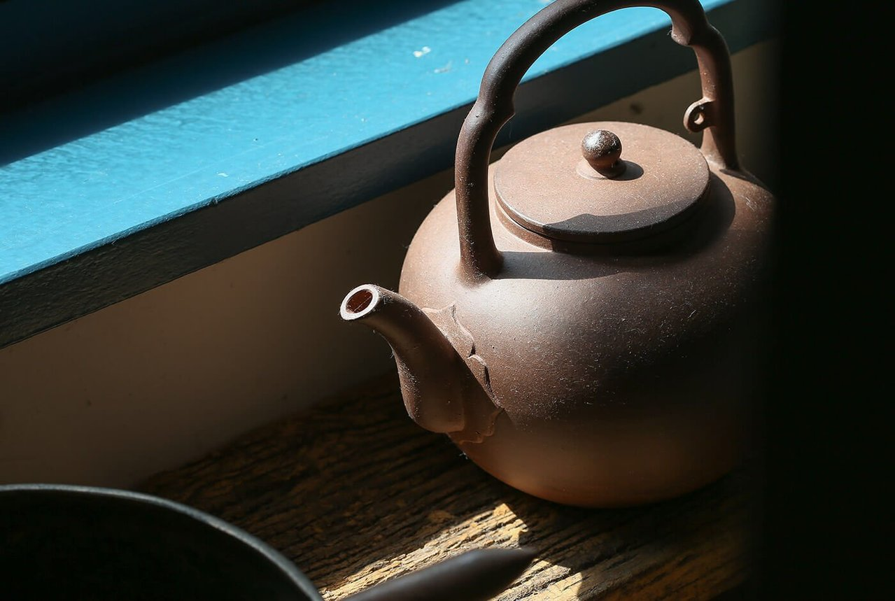 周渝品茶,著重茶湯入口時的心領神會。記者陳立凱/攝影