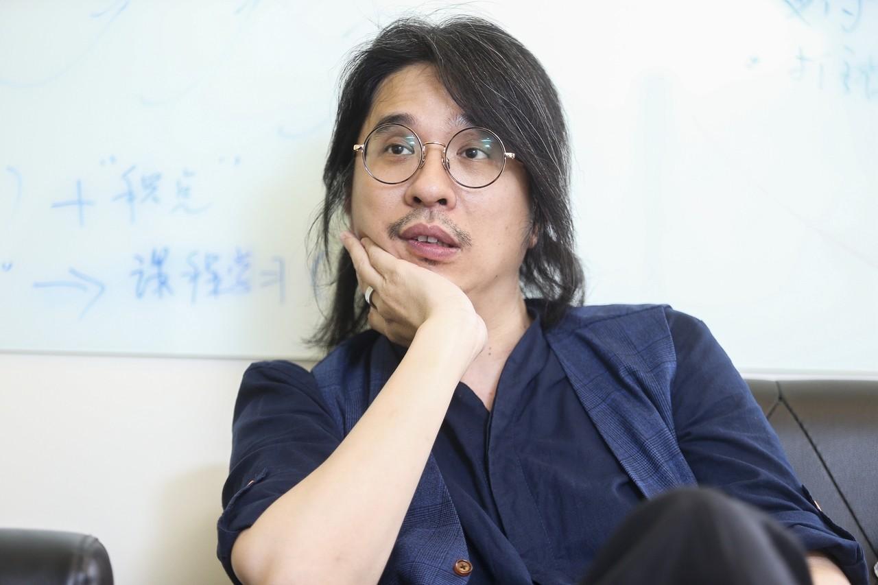 台大電機系教授葉丙成