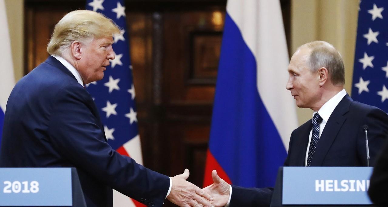美國總統川普與俄國總統普亭會面,美俄峰會場地艷陽高照。美聯社