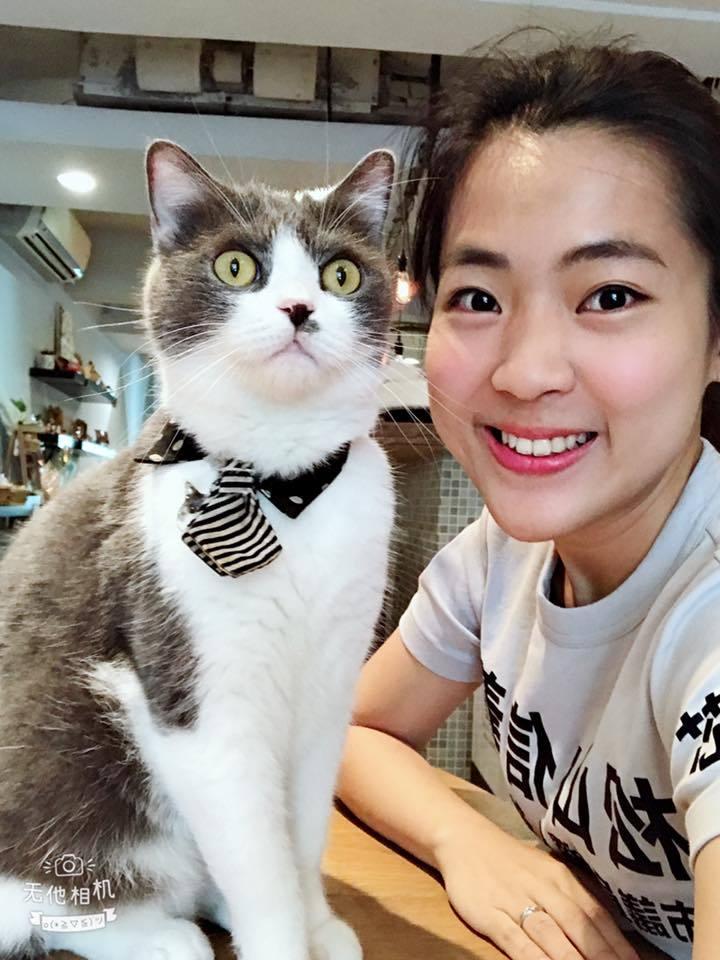 徐巧芯表示貓咪膽子很小,為了選舉讓牠在公開環境的行為很自私。圖/擷自臉書