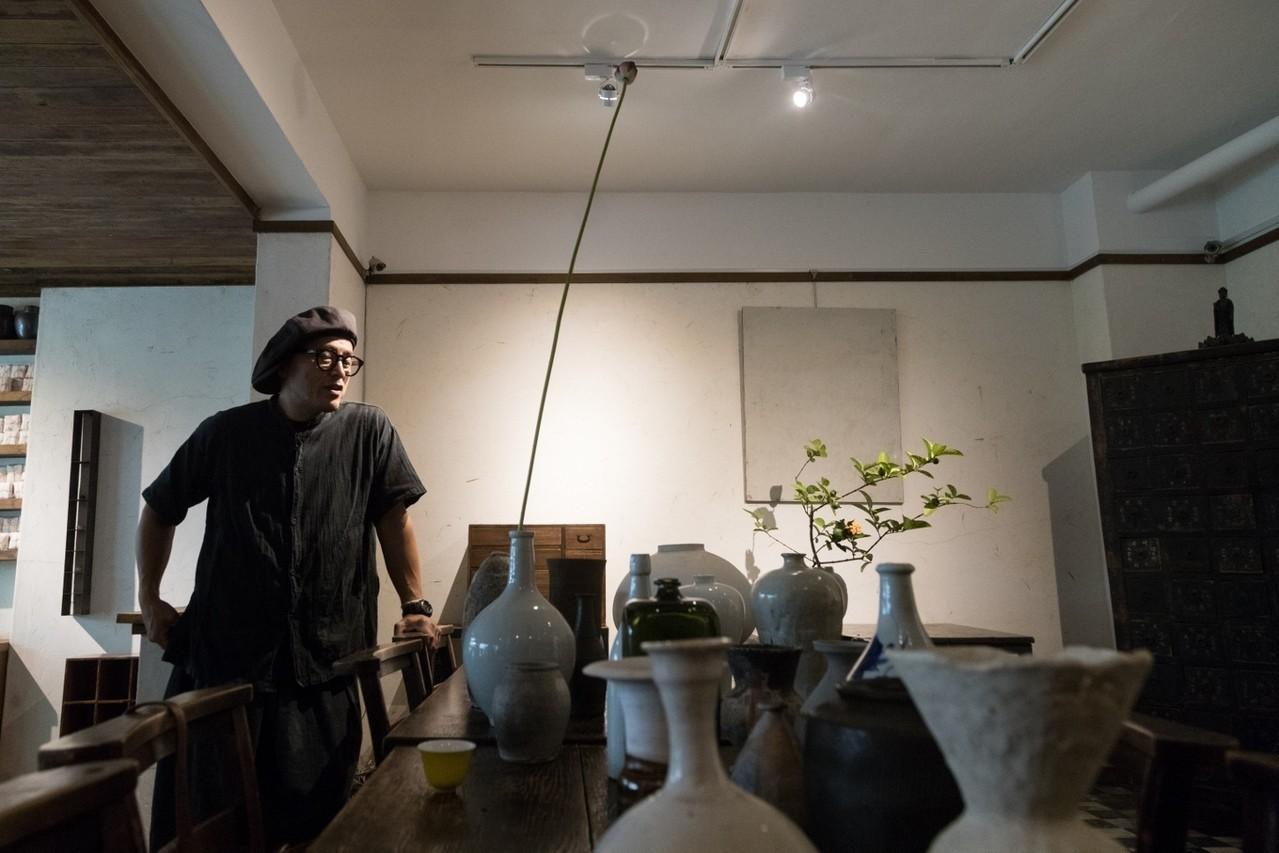 沒有從小接受傳統花道洗禮,踏入花道界全是因為一場意外的展覽。陳立凱/攝影