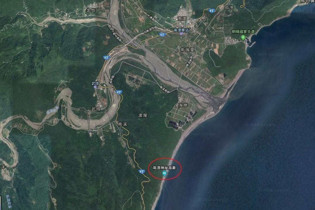 宜蘭縣南澳鄉「神秘沙灘」屬於觀音海岸自然保護區,是一個長約八公里的沙灘。