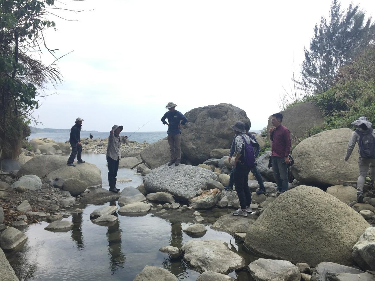 與荒野台東野溪調查小組跑了十條溪,比較有生命與被用水泥整治的,才真正發現問題。