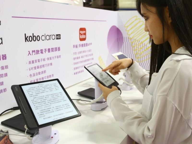 業者認為,「紙電共生」是未來的閱讀趨勢。記者曾學仁、杜建重/攝影