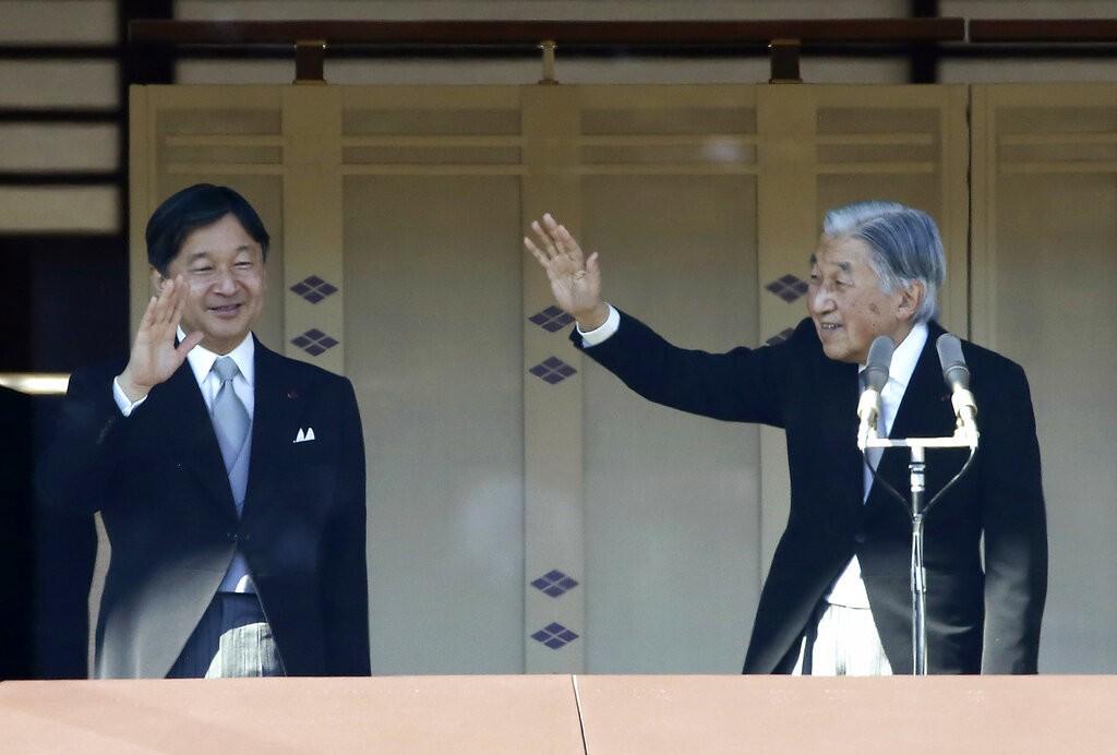 日本皇太子德仁(左)將接任天皇。圖/美聯社