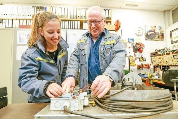 德國漢諾威交通運輸公司61歲的電工榭爾法根與28歲帕魯荷在同間辦公室上班