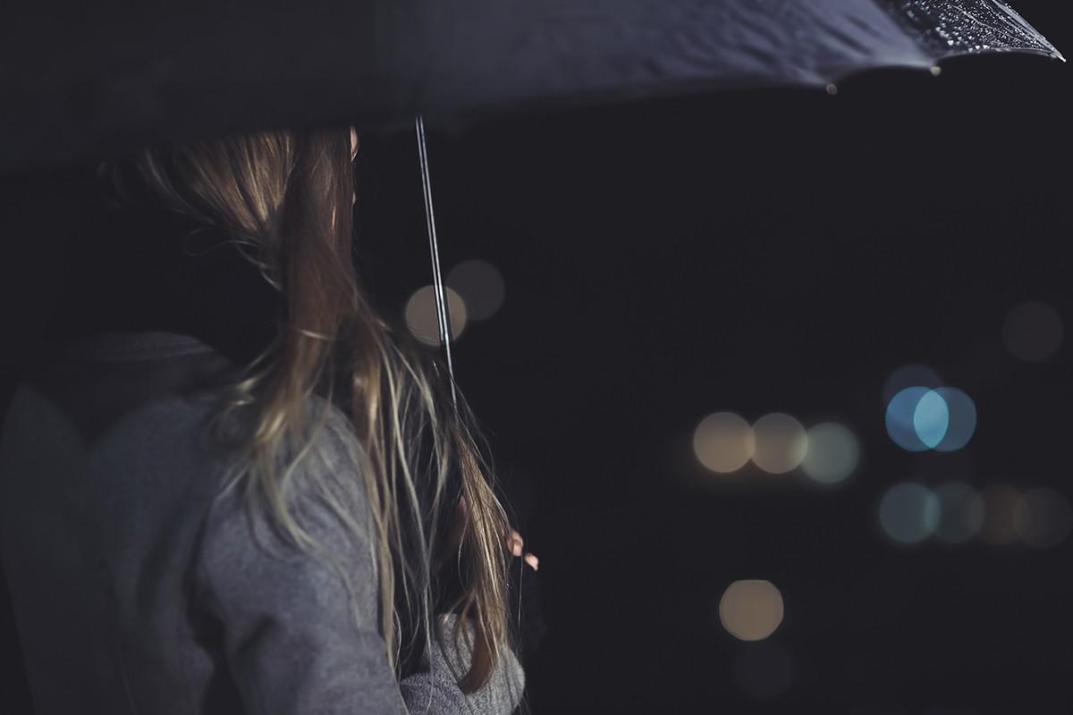 心情就像天氣,有時天晴有時雨,對於憂鬱症患者而言,世界可能天天都在下雨。 圖/ingimage