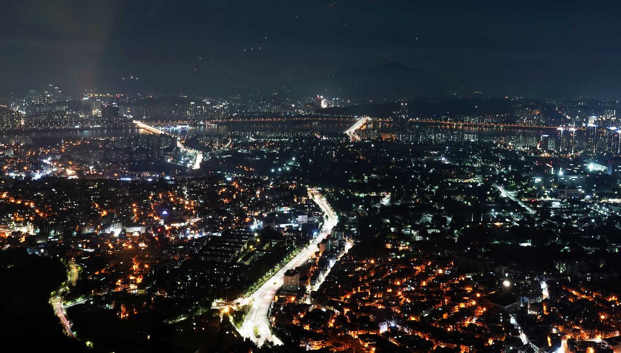 首爾塔瞭望首爾市夜景。記者鄭超文/攝影