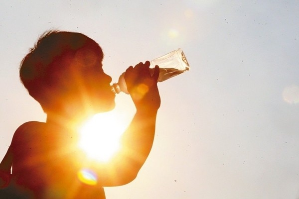 許多人以為盛夏容易中暑,但其實是在夏天剛開始時,中暑案例最多。圖/本報資料照片
