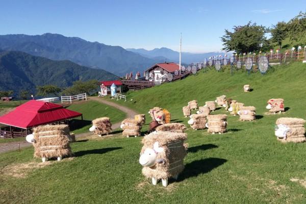 清境農場觀山牧區的風起飛揚裝置藝術。圖/清境農場提供