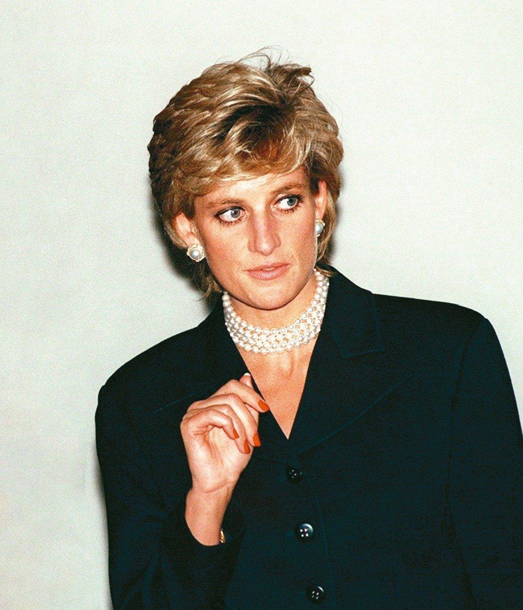 黛安娜王妃與查爾斯王子1996年離婚後,失去王室頭銜。圖/路透社
