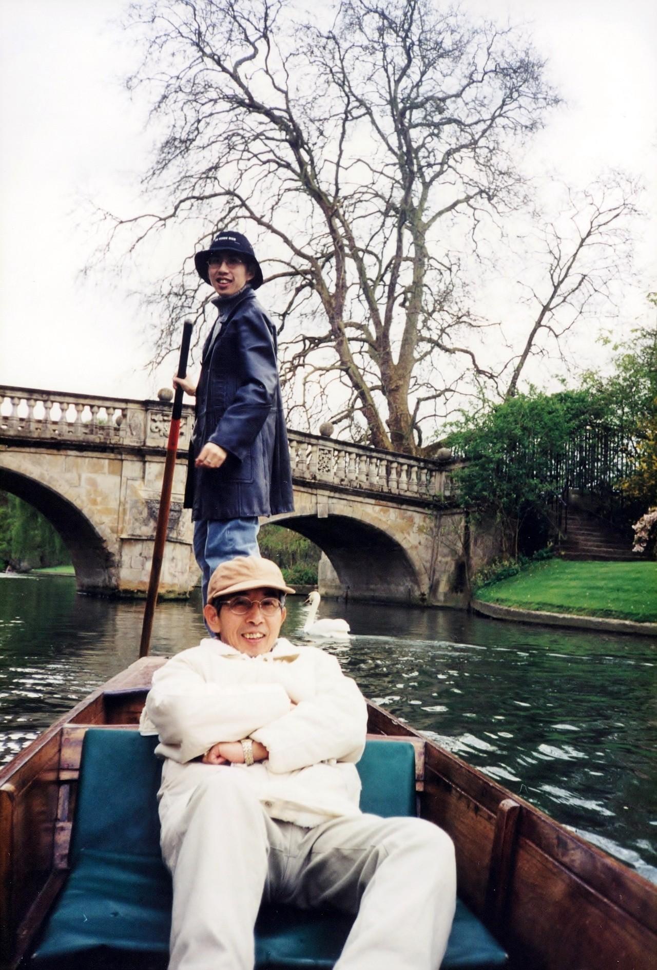 2003年李明璁父親(前)到劍橋探望兒子。圖/李明璁提供