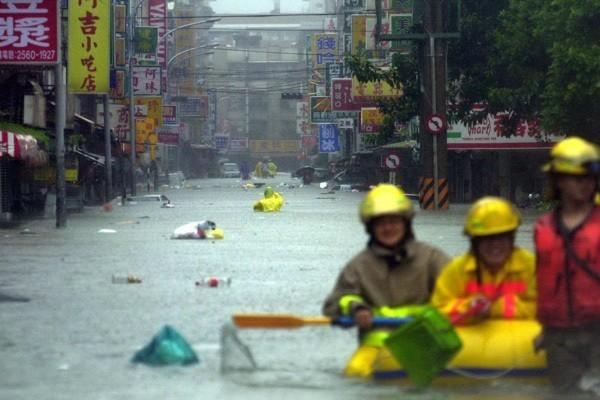 納莉颱風造成台北市罕見大水患,到處一片汪洋。圖/聯合報系資料照