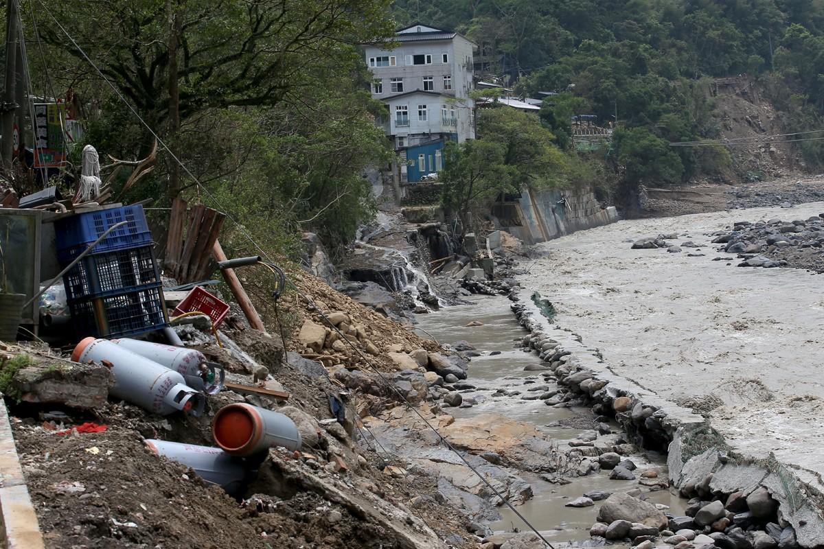 蘇迪勒颱風重創烏來,南勢溪旁多家溫泉會館滿目瘡痍。聯合報系資料照/記者余承翰攝影