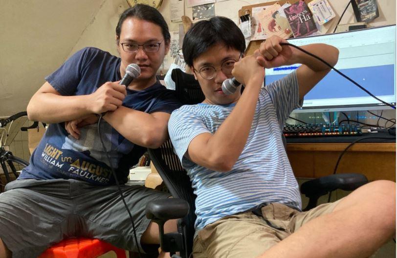 《台通》主持人李毅誠(右)與張家倫。圖/台通臉書