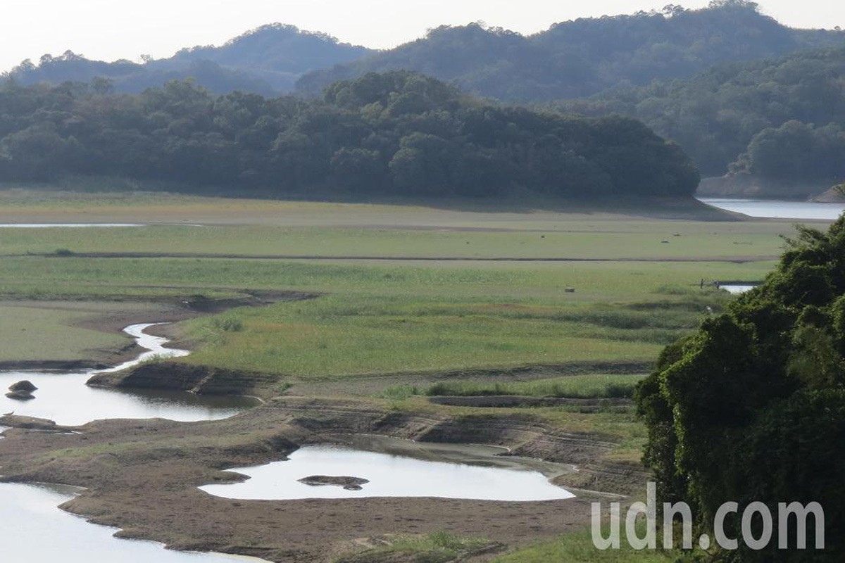 明德水庫缺水嚴重,上游庫底已經乾涸,長出大片草原。圖/報系資料照