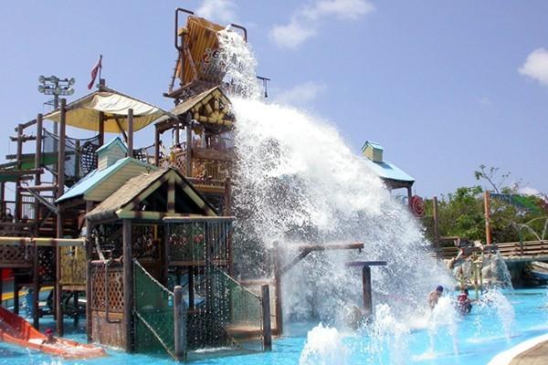 布魯樂谷大木桶是知名象徵,水滿時會傾洩而下。圖/聯合報系資料照