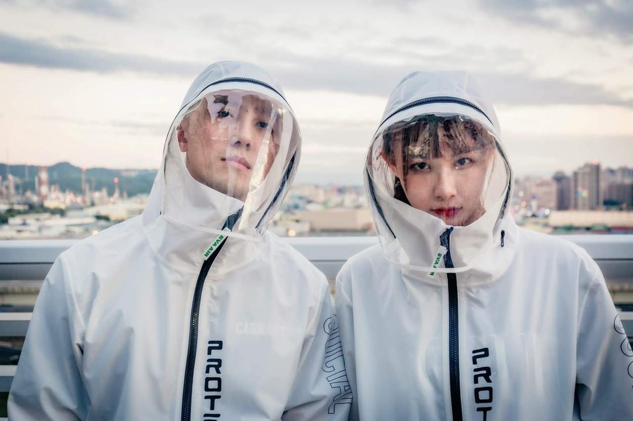 長榮「機能防護夾克」中性風格簡約設計,兼具防疫與時尚潮流。圖/長榮航空提供