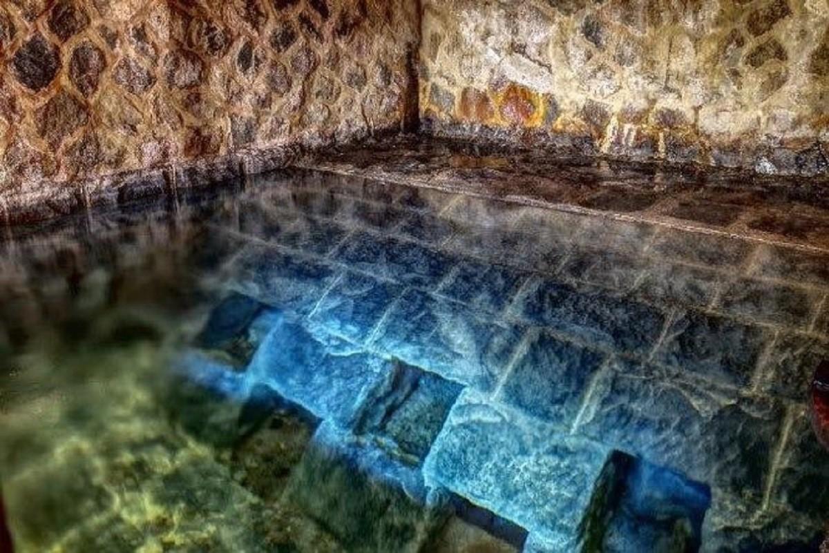 「藍寶石泉」最負盛名的就是源源不絕的藍寶石色水流。 圖擷自臺北自來水園區官網