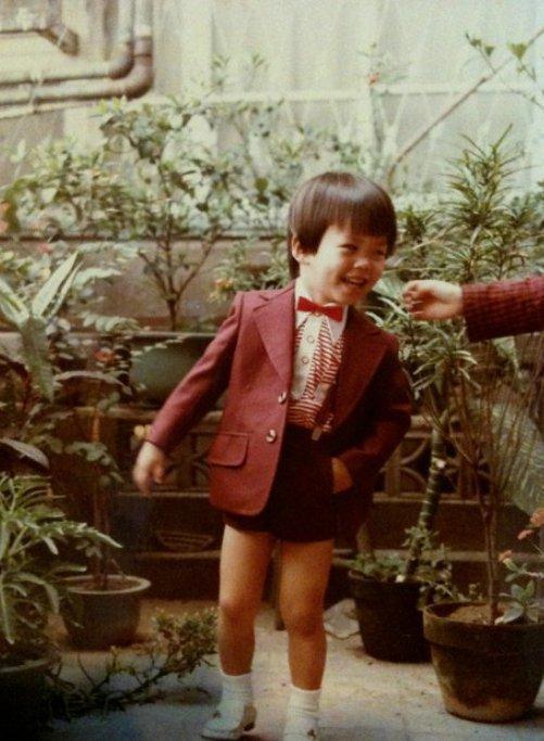 兒時在西市場庭院玩耍的謝文侃。照片提供/謝小五