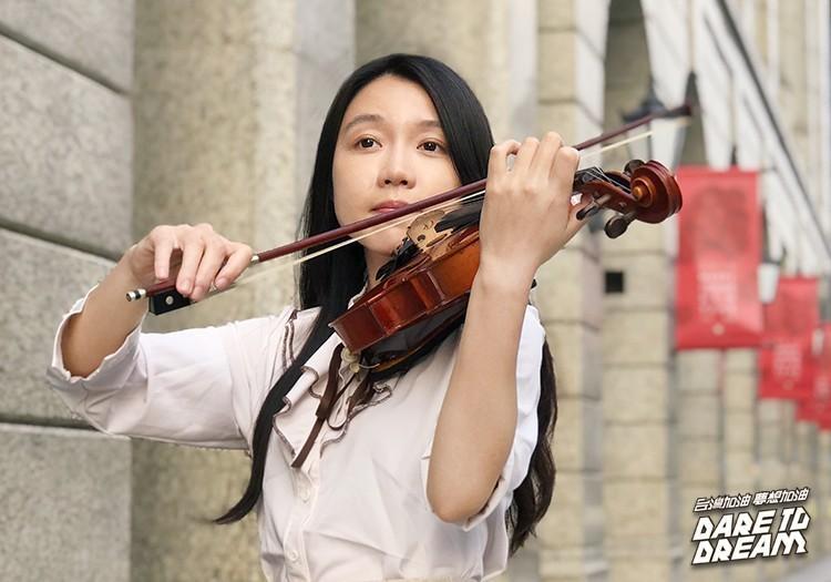 一把提琴獨闖6國 她用音樂征服殘酷街頭