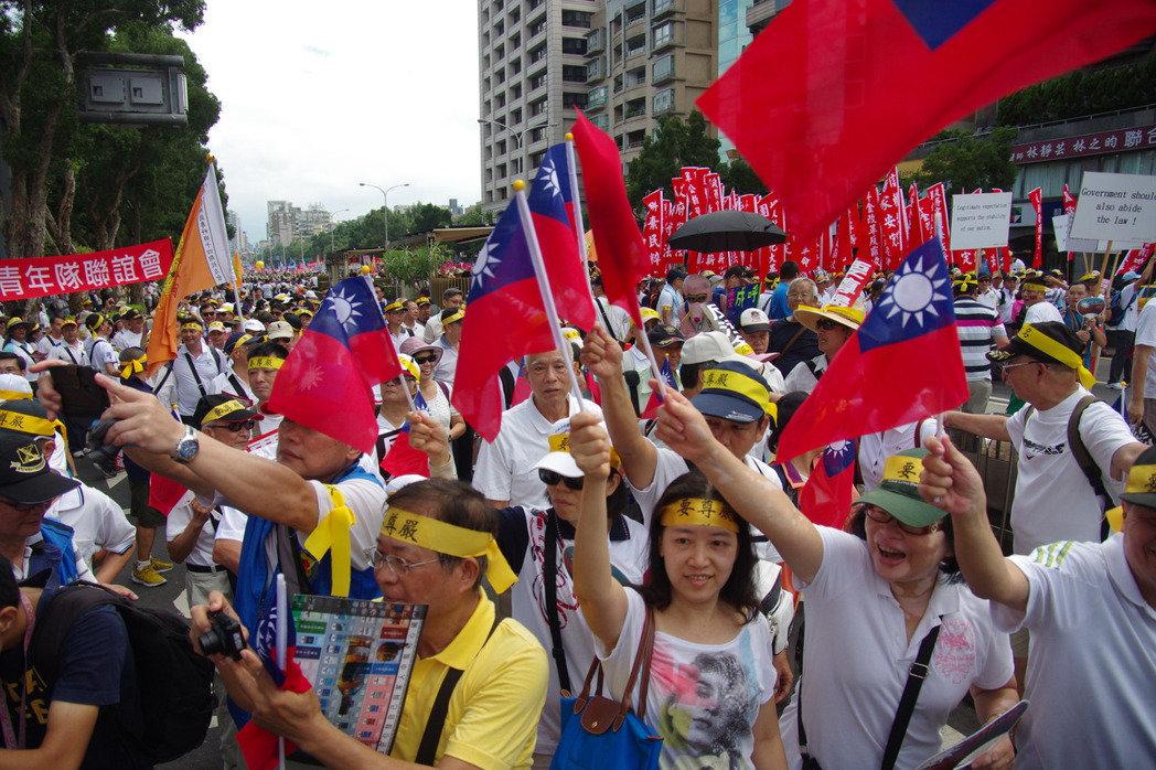 9月3日 軍公教上街遊行